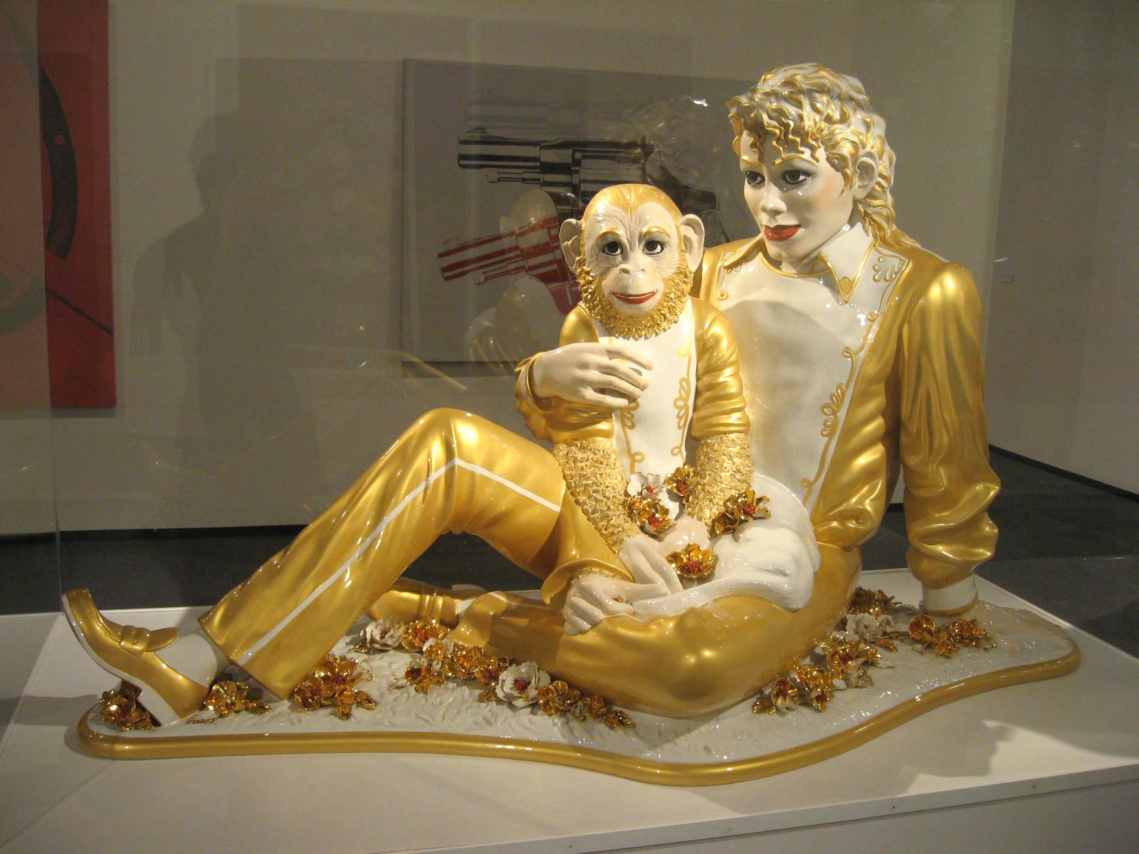 Michael_Jackson_and_Bubbles_(porcelain_sculpture)